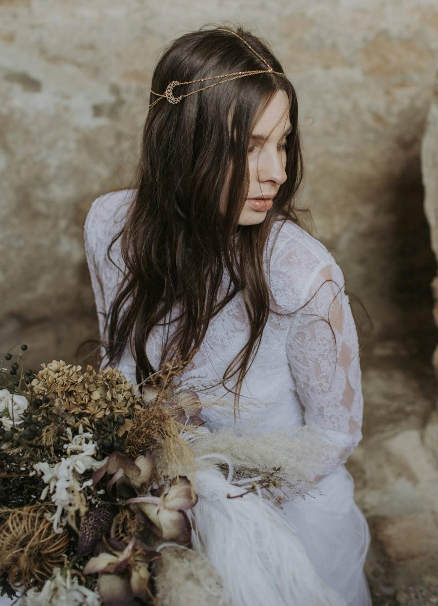 Свадьба - Selene crescent moon headchains for boho brides, moon headpiece, crescent moon hair accessories