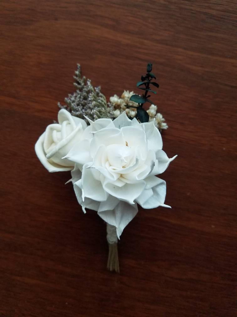Свадьба - Dahlia boutonniere,  sola wood flower,  wooden boutonniere,  rustic boutonniere,  rose boutonniere,  wedding flowers