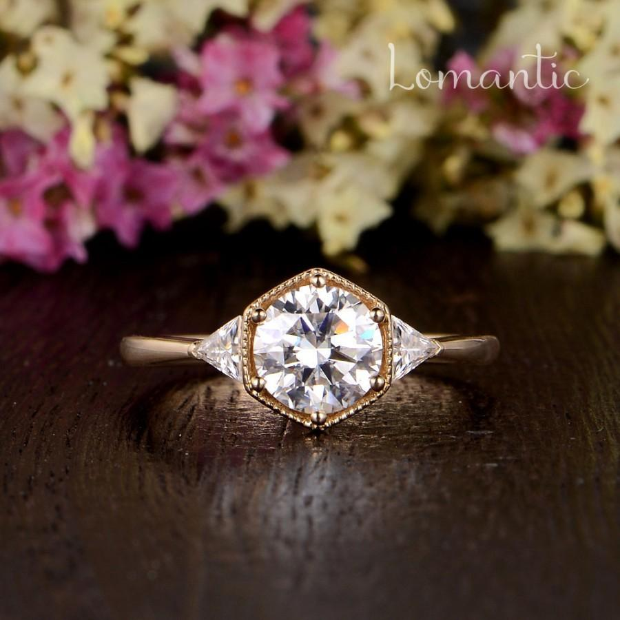 Mariage - Antique Moissanite Engagement Ring Hexagon Moissanite Halo Ring Gold Solitaire Beaded Geometric Unique Engagement Ring Triangle Moissanite