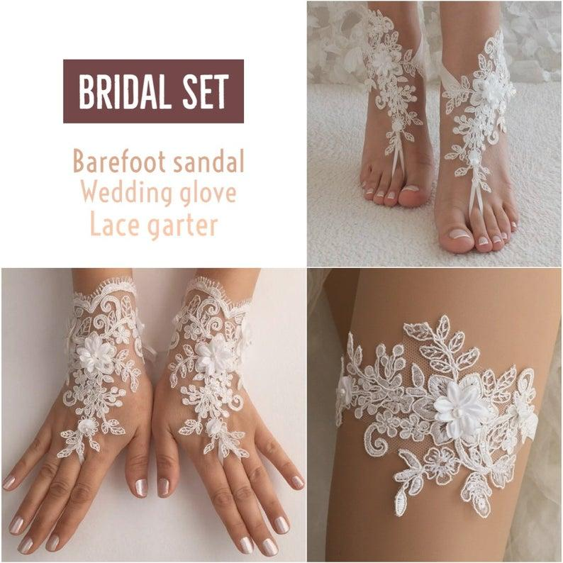 Свадьба - EXPRESS SHIPPING Bridal Set Ivory lace barefoot sandals Beach Wedding Fingerless lace Glove Wedding Garter ivory glove ivory garter