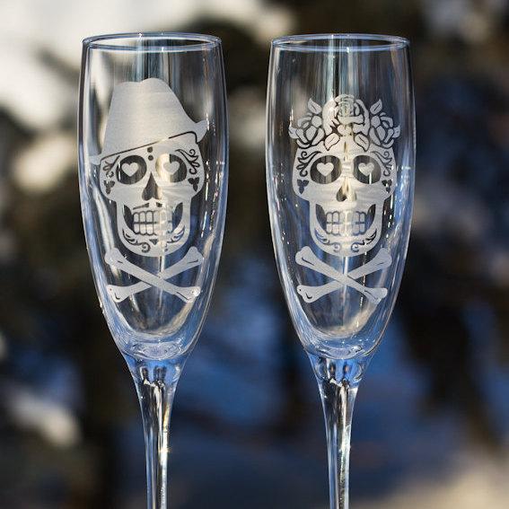 Mariage - Sugar Skull Glasses,skull flutes,Skull Bride and Groom Champagne Flute,Sugar Skull Couple Glasses,Bridal Glasses,Sugar Skull Wedding Glass