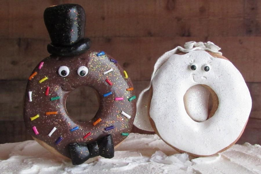 Mariage - Glitter Doughnut Bride & Groom Wedding Cake Topper Donut Wedding Topper Doughnut Wedding Donut Cake Topper Glitter Sprinkles Jimmies Donut