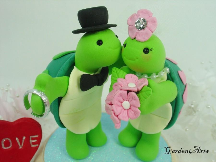 Wedding - Custom Wedding Cake Topper--Love turtle couple with sweet kiss and circle clear base
