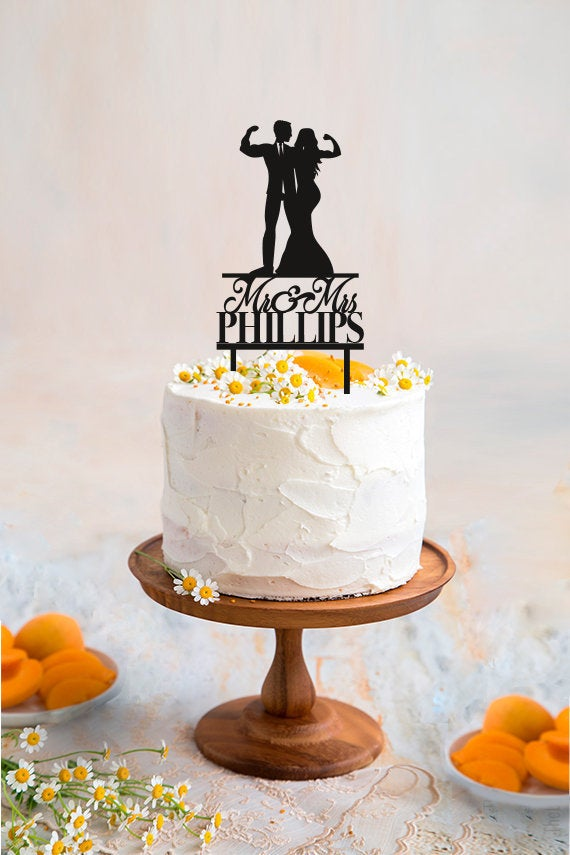Свадьба - Muscular Wedding Cake Topper Fitness Couple Cake Topper Weight Lifting Groom and Bride Last Name Cake Topper Custom Cake Topper