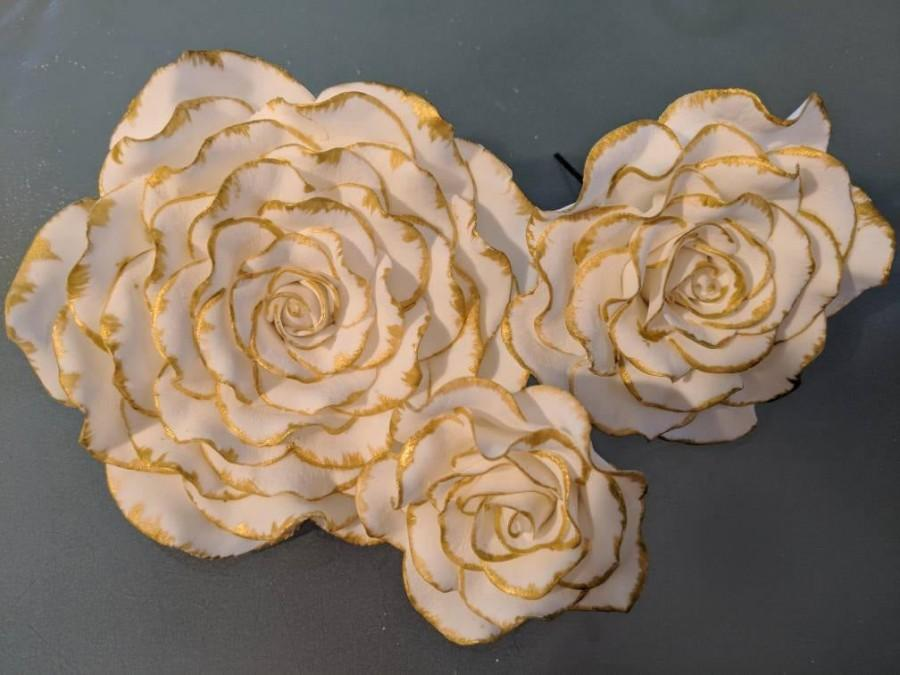 Mariage - 3 Edible ROSES tipped in gold Gum paste / fondant / Cake decoration /  sugar flower / wedding cake decoration