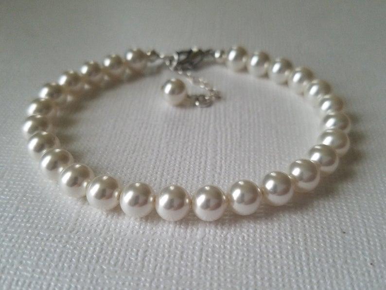Hochzeit - White Pearl Bridal Bracelet, Wedding Pearl Classic Bracelet, Swarovski Pearl Bracelet, Bridal Jewelry, Wedding Jewelry Pearl Dainty Bracelet