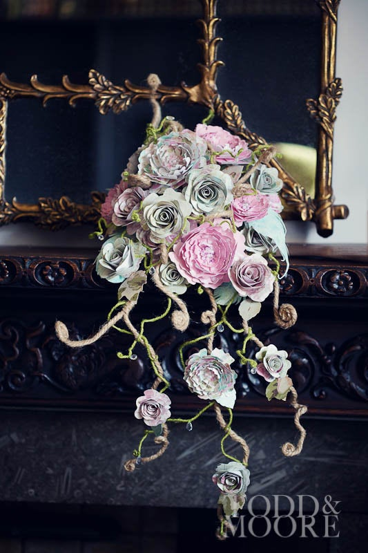 Mariage - Paper flower bouquet of rambling roses and peony cascade Paper peony & rose tear drop wedding flowers. Natural style shower bridal bouquet
