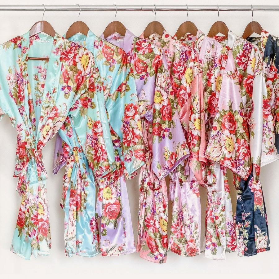 Hochzeit - FINAL SALE!!! Soft satin floral bridesmaid robe (Optional Personalization)