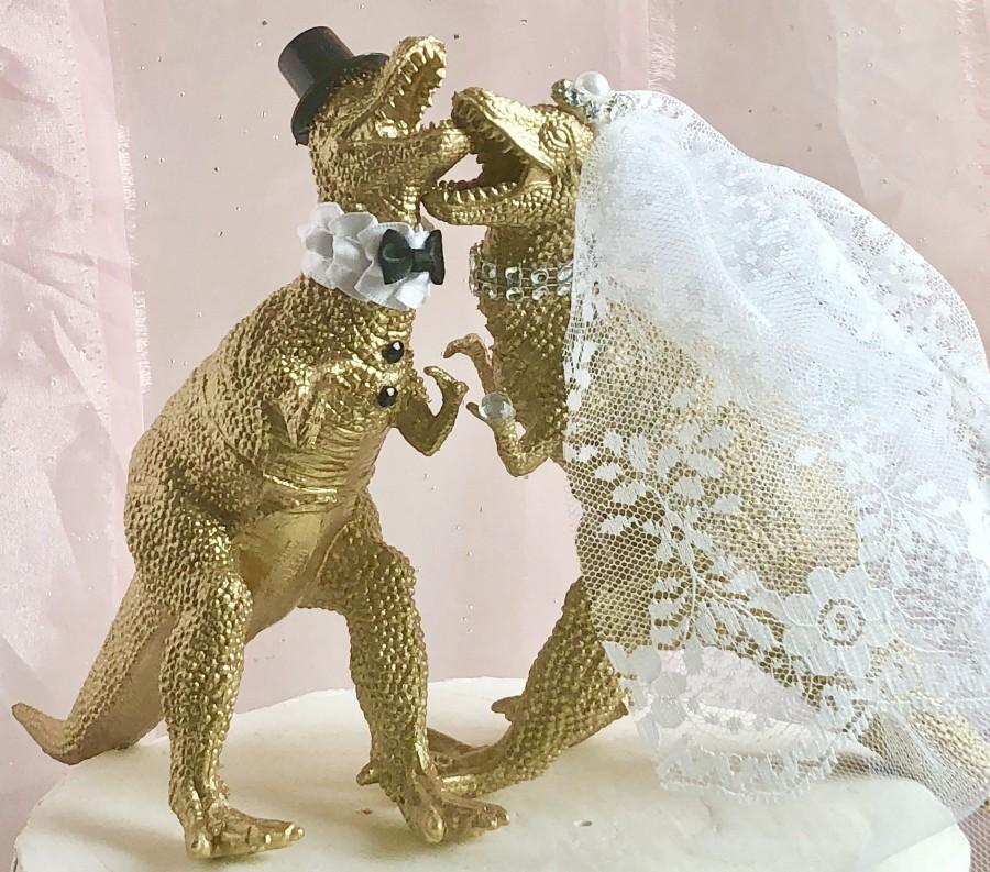 Hochzeit - Dinosaur Wedding Cake Topper, Wedding Cake Topper, Decor, Gold Anniversary, Gold Dinosaur, Animal Cake Topper, Jurassic Park, T-Rex, Unique