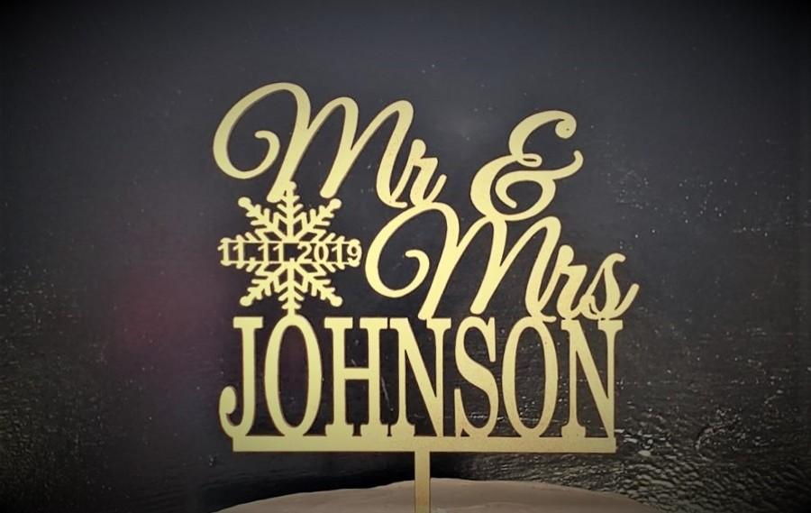 Wedding - Winter Cake Toppers, Personalized Mr and Mrs Cake toppers, Snowflake cake topper, Rustic cake topper, wedding cake topper, Christmas Wedding