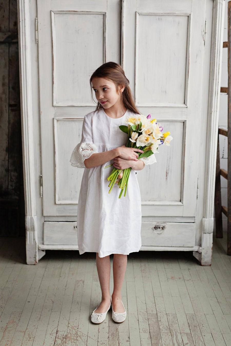 Hochzeit - White flower girl dress with bell sleeves, white summer dress, linen dress for girls, toddler wedding dress, washed linen girl dress