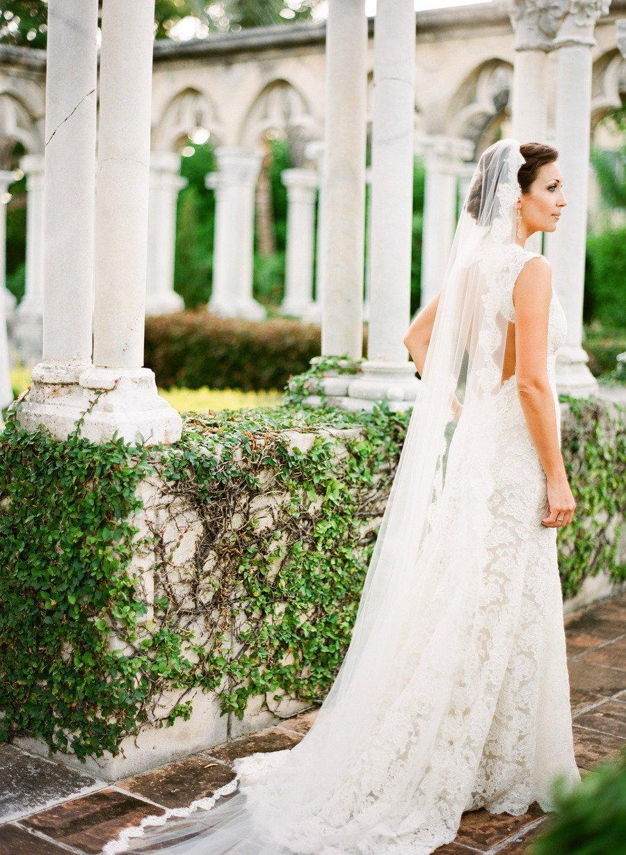 Mariage - Mantilla Lace Wedding Veil, Bridal Lace Veil, Spanish lace fingertip veil soft veil Mantilla lace, white ivory fully laced Mantilla veil