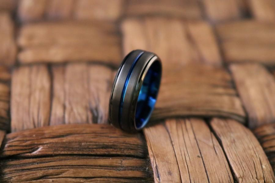 Mariage - Mens Wedding Band 8mm Black Brushed Tungsten Ring Thin Blue Groove Step Edge Comfort Fit Tungsten Carbide Wedding Ring
