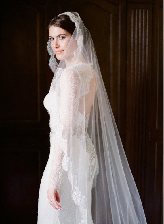 Mariage - Chantilly lace veil, Wedding veil, Bridal veil, Lace veil, Mantilla veil, Chapel veil