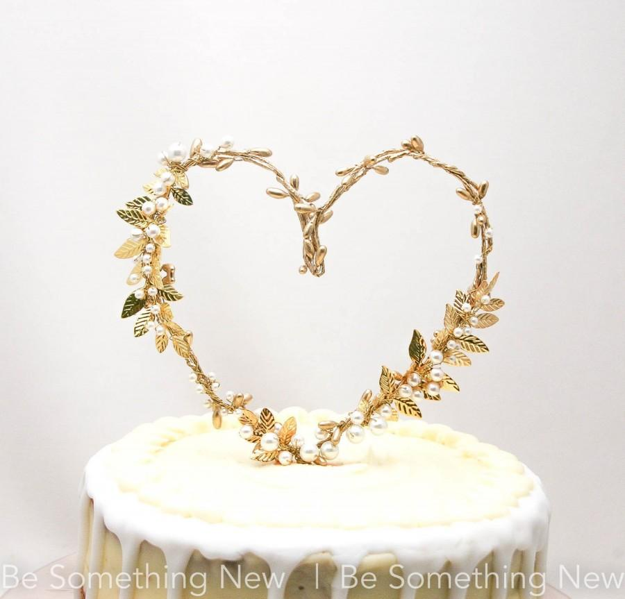 Mariage - Gold Heart and Metal Leaf Wedding Cake Toper Twisted Berry golden Rustic Heart Wedding Decor Metal leaves