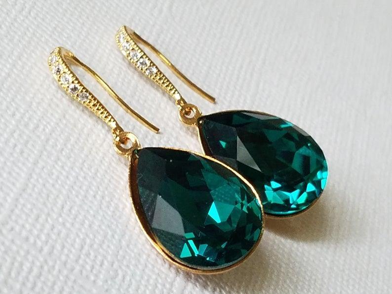 Свадьба - Emerald Gold Crystal Earrings, Swarovski Emerald Teardrop Earrings, Wedding Jewelry, Bridal Jewelry, Green Dangle Earrings Bridal Party Gift
