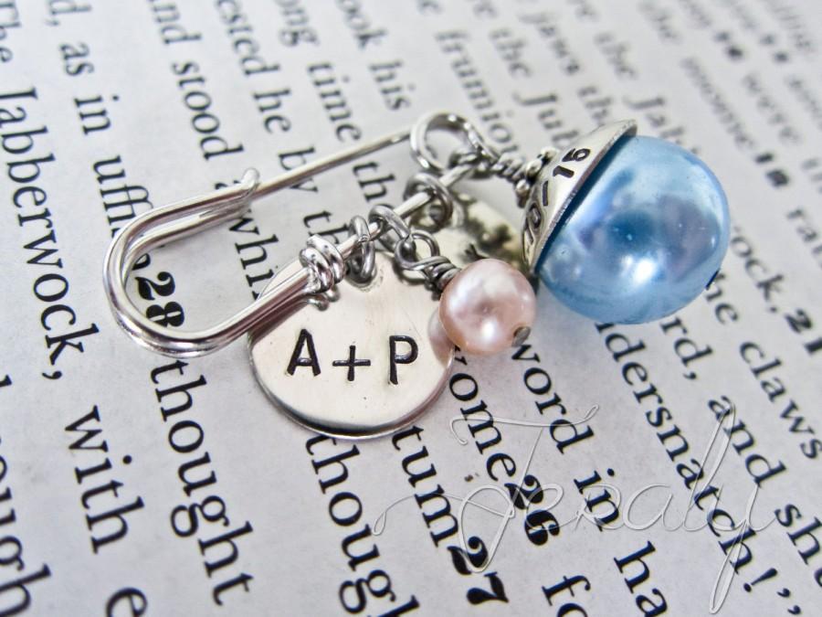 زفاف - Something Old, Something New, Something Borrowed, Something Blue Bouquet Pin - Gift for Bride, Nickel, Antique Silver, Freshwater Pearl