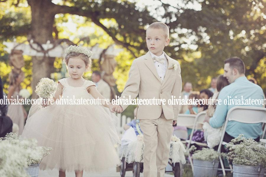 Hochzeit - As seen on Style Me Pretty Flower Girl