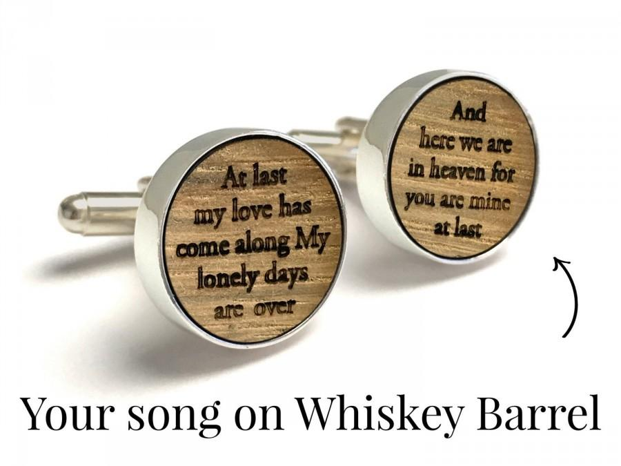 Свадьба - 5th Anniversary Gift / Custom Whiskey Wood Cufflinks / Anniversary Gift for Boyfriend, Husband / Unique gift for Man / Customized with Song