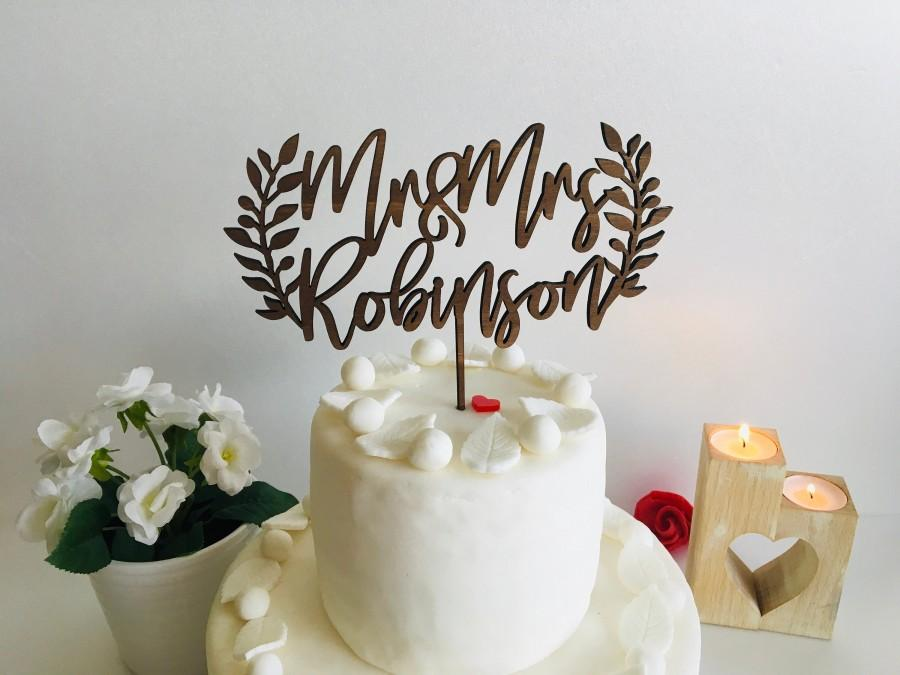 Mariage - Wedding Cake Topper Personalized Mr and Mrs Photo Prop Laurel Wreath Last Name Calligraphy Custom Rustic Boho Decor Bride Groom Olive Leaves