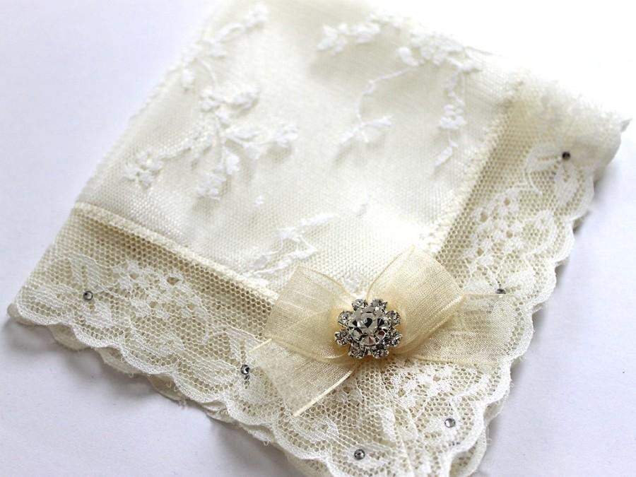 زفاف - Swarovski Bride Handkerchief, Ivory handkerchief, Lace Hanky, Wedding hankie for daughter