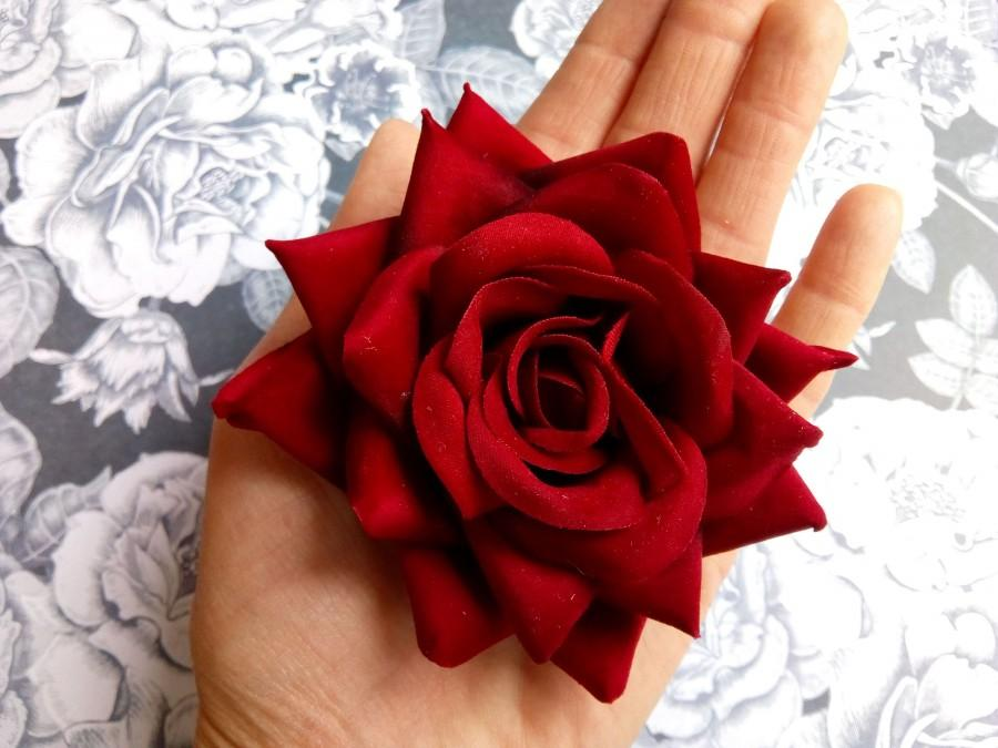 Mariage - Red rose hair flower Real looking Velvet touch large Deep red rose hair clip