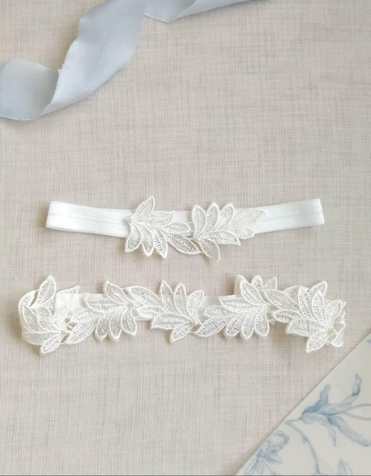 Hochzeit - Garters for wedding, lace garter, leaf garter, bridal garter, ivory lace garter set for bride, leaf garter set, personalised wedding gift