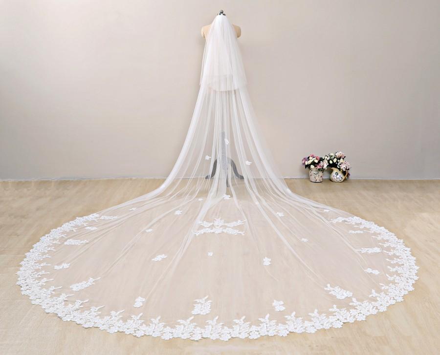 Mariage - Sequined Wedding Veil, Floral Bridal Veil, Two Tier Wedding Veil,Sequined Partial Lace Cathedral Veil, Chapel Length Veil Ivory,Blusher Veil