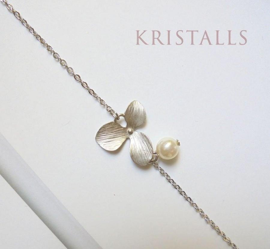 Mariage - Pearl Bridal Bracelet Silver Flower Bracelet Wedding Jewelry Bridal Bracelet Wedding Bracelet