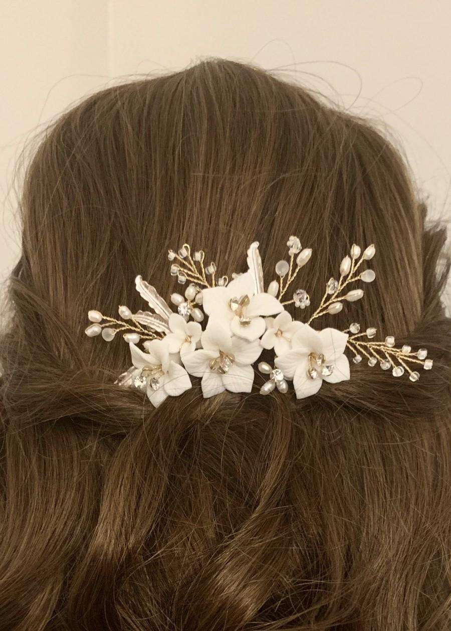 Mariage - Gold Bridal Hair Comb, Floral Beaded Wedding Hair, Bridal Headpiece, Wedding hair piece, White Flower Porcelain Hair Comb