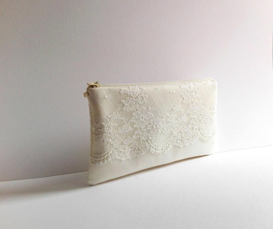 Свадьба - Bridal clutch, Ivory Wedding bag ,Pearls,Initials,Satin clutch, Ivory  lace , Ivory Brides Purse, Wedding clutch ,Made to Order