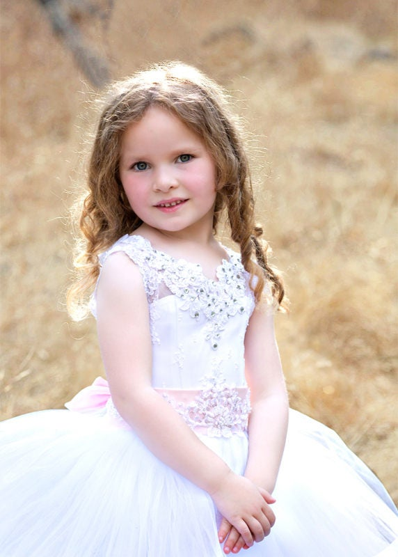 Mariage - First Communion White flower girl dress Lace girls wedding party Baptism Special occasion Baby Toddler Birthday Princess