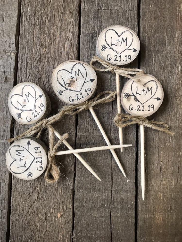 Свадьба - Twine Bows Cupcake Toppers Rustic Wedding Decor Custom Initials & Date / Heart Arrow / Engagement Rustic Bridal Shower Decor Party Picks