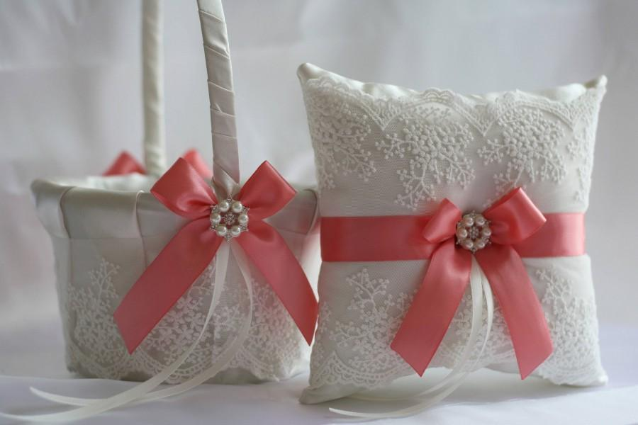 Свадьба - Coral Wedding Basket, Coral Ring Bearer Pillow Basket Set, Lace Ring Bearer Coral Flower Girl Basket Coral Wedding Pillow, petals basket
