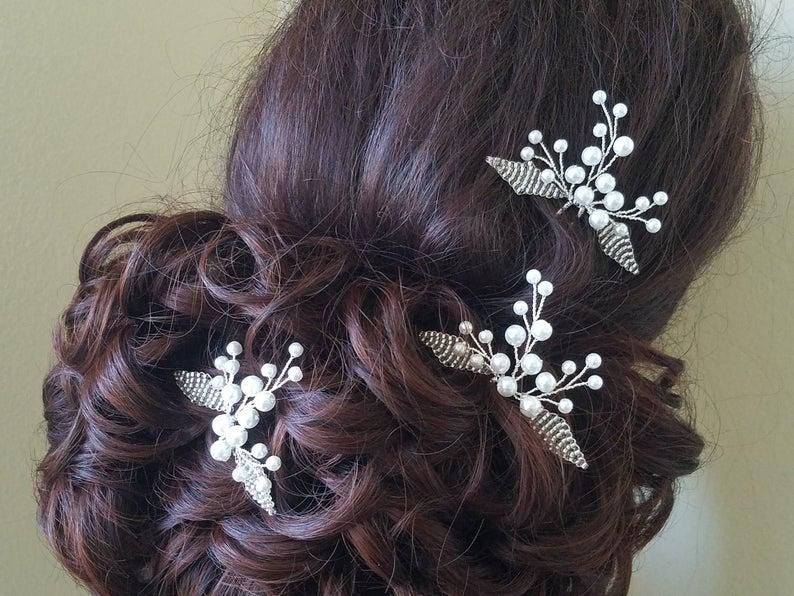 Свадьба - White Pearl Wedding Hair Pins, Bridal Hair Pieces, Set of 3 Pearl Hair Pins, Floral Head Pins, Pearl Hair Jewelry, Bridal Hair Accessories