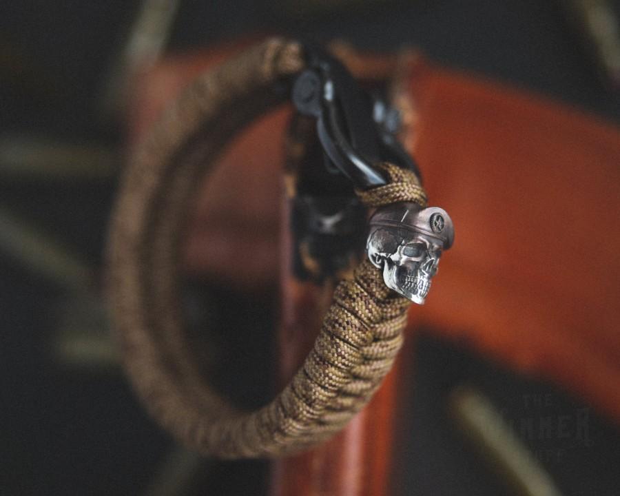 Hochzeit - Maroon Beret bead + Fishtail weave - Paracord style bracelet