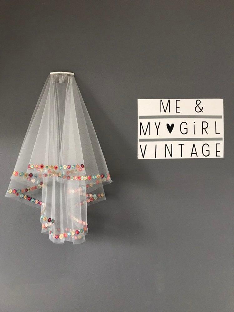 زفاف - Rainbow veil with multicoloured edging trim