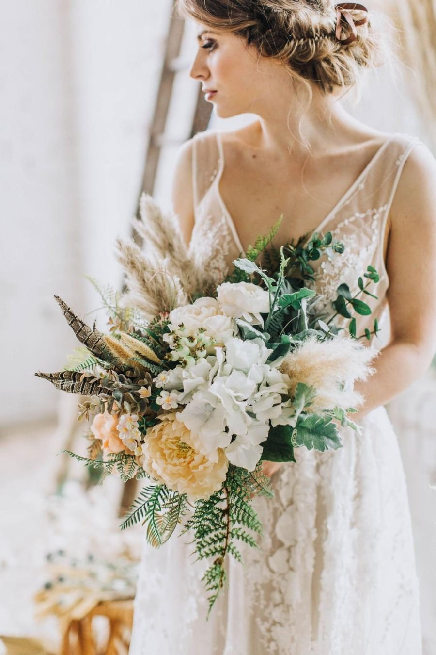 Hochzeit - Freeform bouquet, peach bouquet, peach wedding flower, wildflower bouquet, boho bouquet, boho wedding, silk bouquet, artificial bouquet