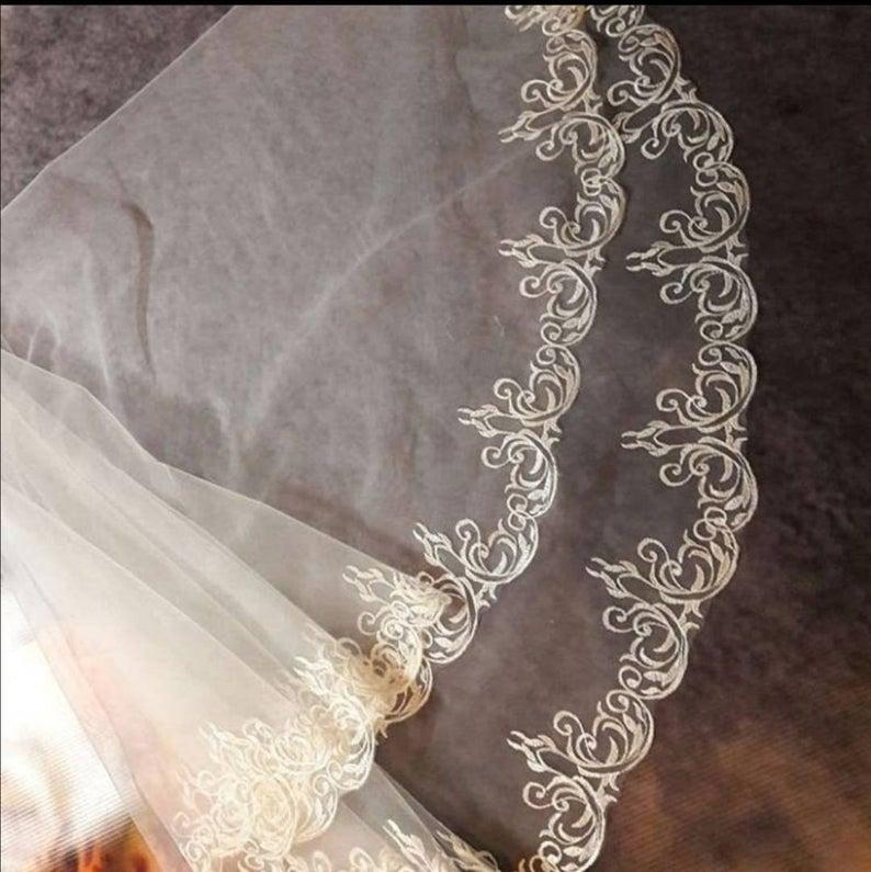 Mariage - cathedral wedding Veil With flower ornamens lace veil, boho floral floor length lace veil,mantilla juliet veil,first communion white lace