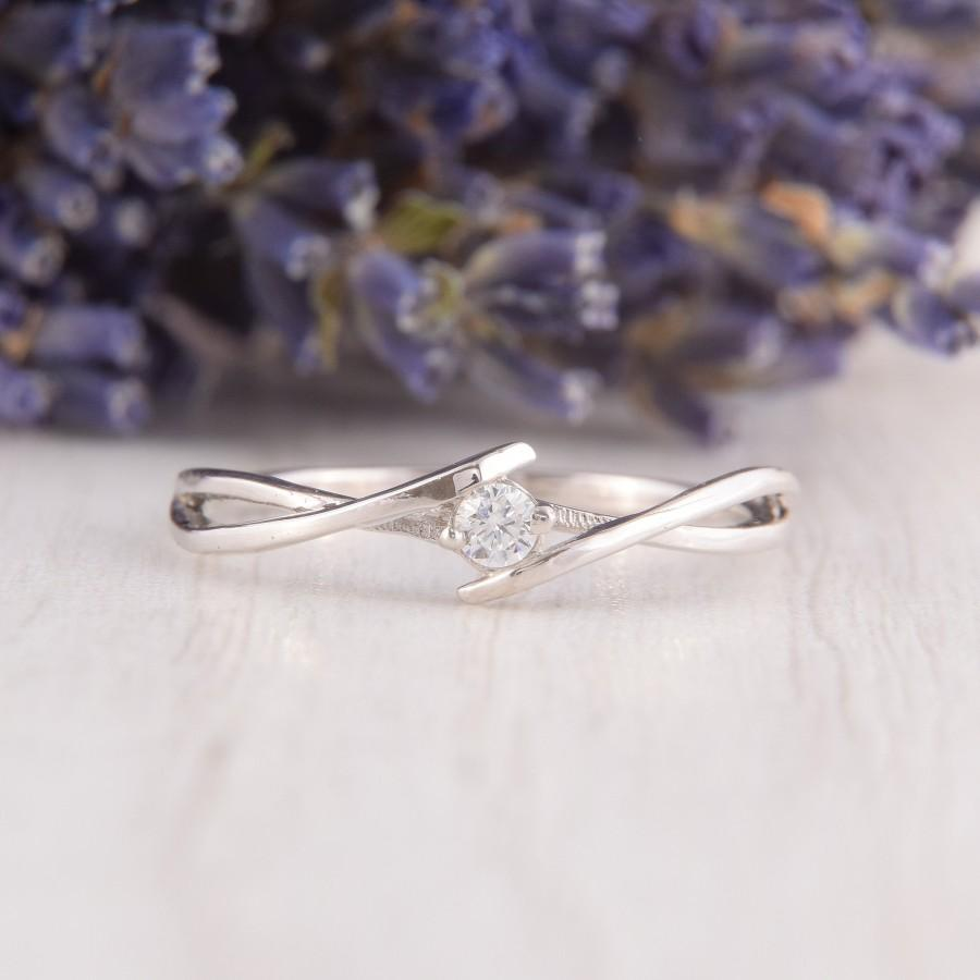 Mariage - Unique Womens Celtic Silver Ring, Minimalist Ring, Dainty Silver Ring, White Topaz Ring, Small Silver Ring, Dainty Promise Ring