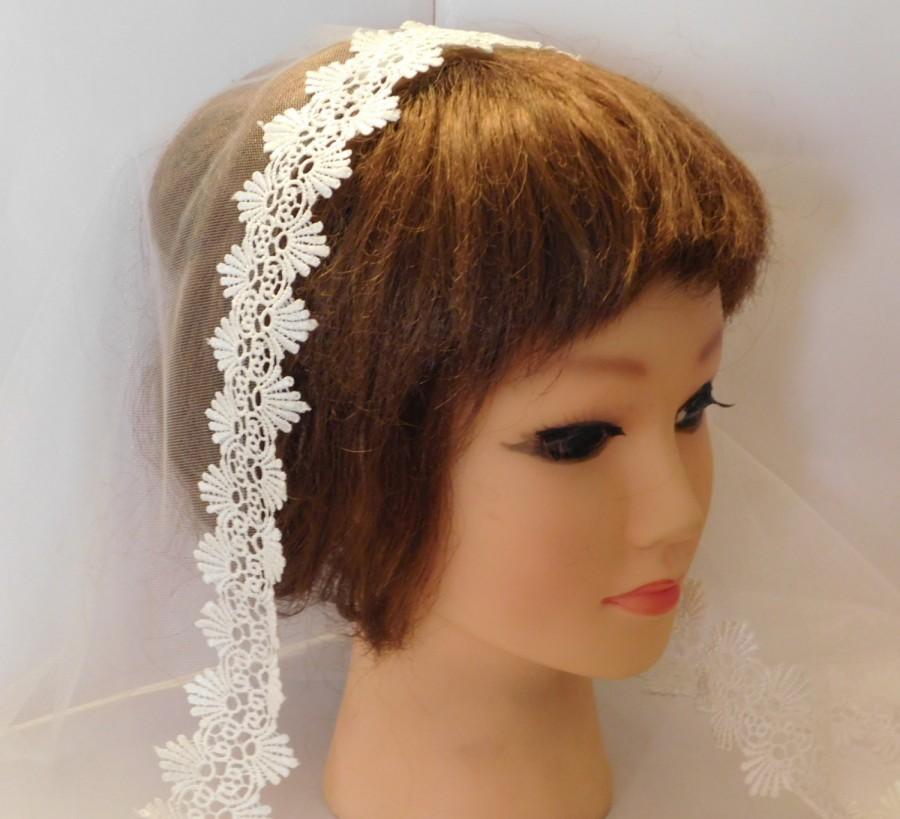 "Свадьба - Single tier MANTILLA Lace Edge Bridal Veil, 1 tier Lace Wedding veil,  IVORY  WHITE Lace edge Veil Shoulder 23"" to Cathedral 108""  Long veil"