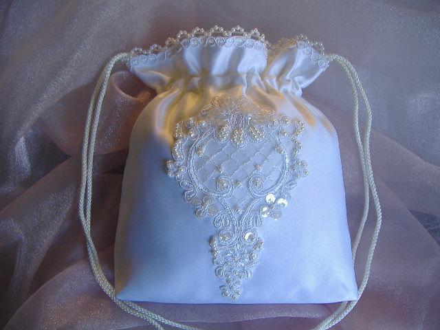 Mariage - WEDDING BRIDAL WHITE Drawstring Bag, Hand Beaded White Alencon Applique, Heirloom bag, Keepsake bag, MONeY Bag, Wedding Accessory