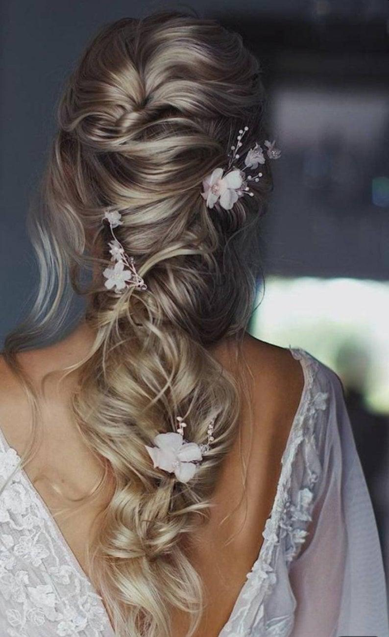 Mariage - Bridal hair vine Beautiful delicate flower Beach wedding