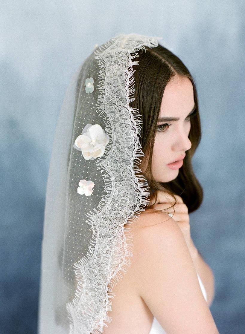Hochzeit - Bridal veil- Mantilla veil- Gold bridal veil-polka dot veil-wedding veil-fingertip veil- lace veil-beaded veil- style 104