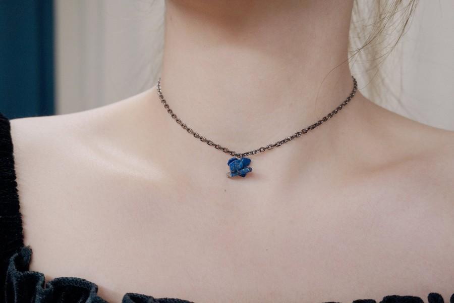 Mariage - Nana Lapis Lazuli Black Chain Choker Necklace, Gemstone Amethyst Onyx Chips Boho Choker, Aura Crystal, Healing Stone Jewelry, Adora Atelie