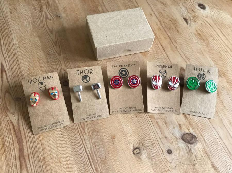 Mariage - Up to 8 Sets of Superhero Marvel / DC Cufflinks with Kraft Gift Card and Box: Thor, Spiderman, Captain America, Iron Man, Batman, Superman