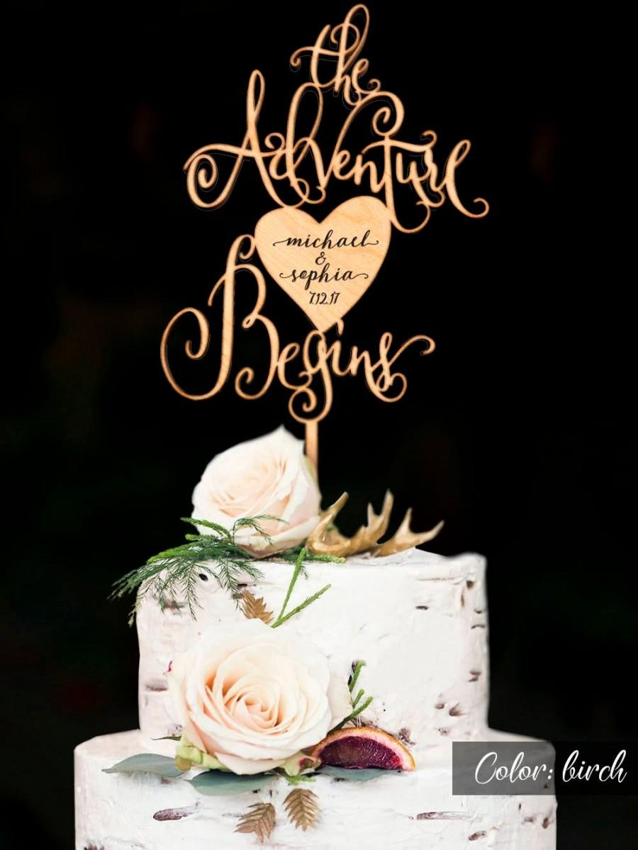 Hochzeit - The Adventure Begins Wedding Cake Topper. Engraved names of the bride and groom. Rustic Personalized wedding Cake topper