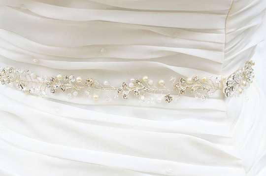 Mariage - Weeding Bridal Vine Delicate Flower Sash, Vine Sash Belt , sash Belt . Bridal Boho sash belt, Crystal sash belt , Pearl sash belt