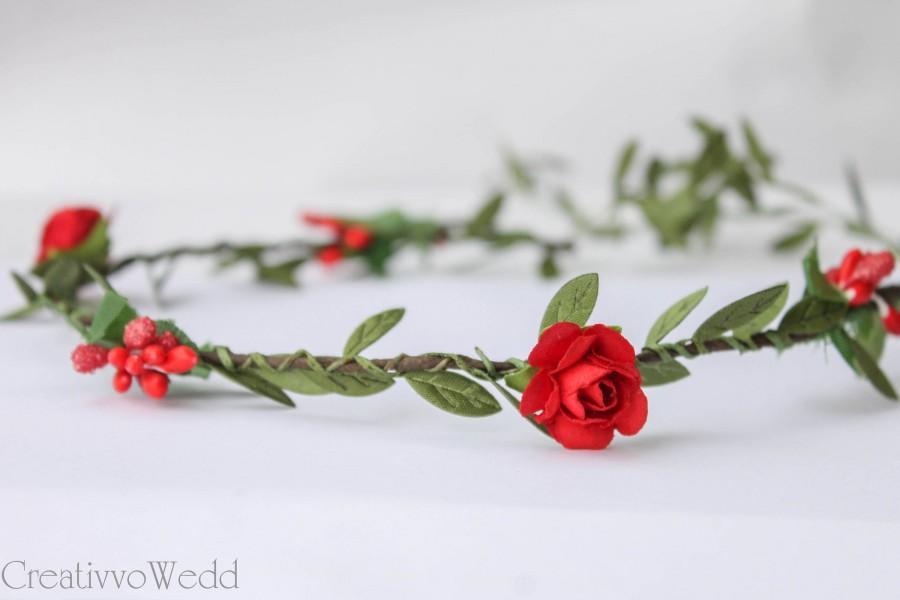 Свадьба - Red and Green Bridal Flower Halo, Flower Crown, Wedding Hair Piece, Floral Halo, Floral Garland, Bridesmaid Garland, Flower Girl Crown