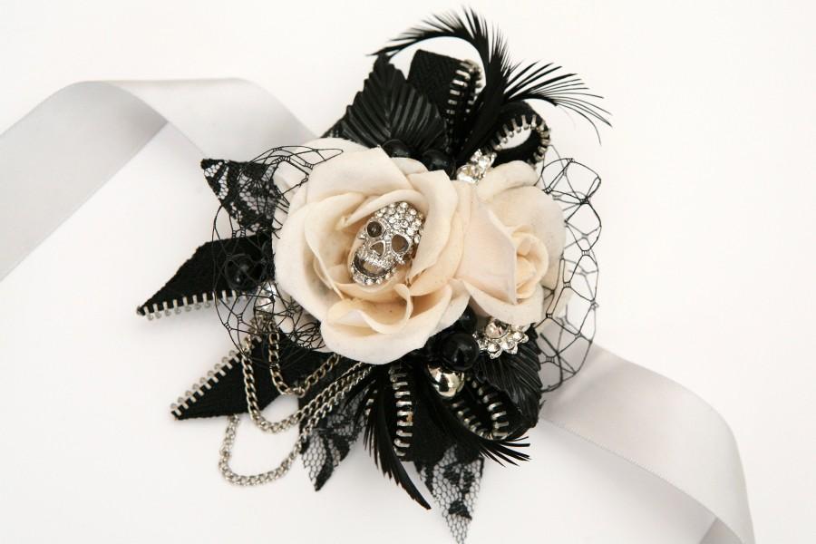 Wedding - Skull wedding corsage, alternative, Prom,  wrist corsage, Vintage, retro, gothic, wedding flower, alternative wedding, skull, Any Colour